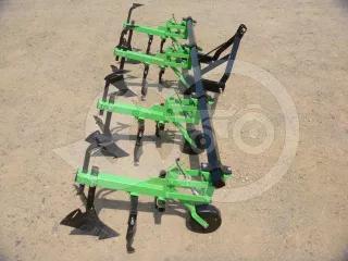 Kultivátor 4 tagos sorközművelő, töltögető adapterrel, japán kistraktorokhoz, Komondor SK4 (1)